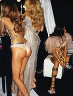 victorias-secret-angels-backstage-10