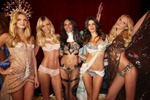 victorias-secret-angels-backstage-13