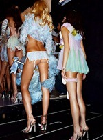 victorias-secret-angels-backstage-51