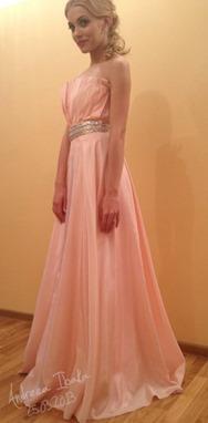 Andreea Ibacka purtand o rochie semnata Deea Buzdugan la Premiile Gopo 2013