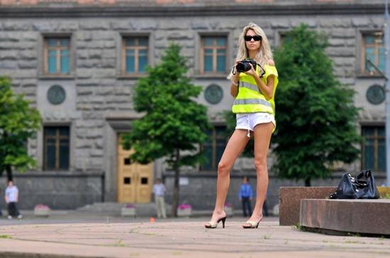 girls-with-camera-04
