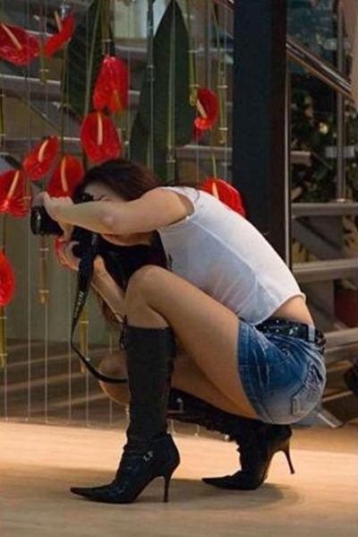 girls-with-camera-20