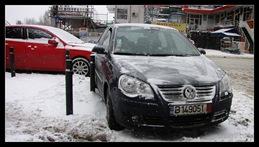 masina-lovita-in-parcare-07