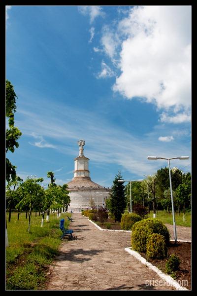 monumentul-de-la-adamclisi-01