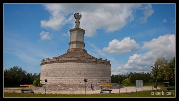 monumentul-de-la-adamclisi-02
