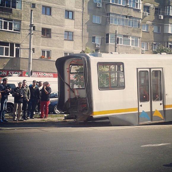 tramvai-rupt-in-doua